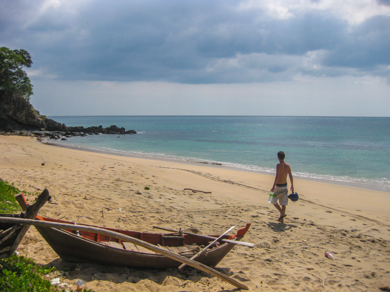 things to do in koh lanta thailand visit the beaches